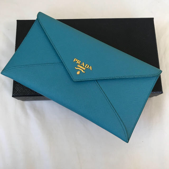PRADA(プラダ)の期間限定!正規品 新品同様 プラダ   ターコイズブルー長財布 レディースのファッション小物(財布)の商品写真