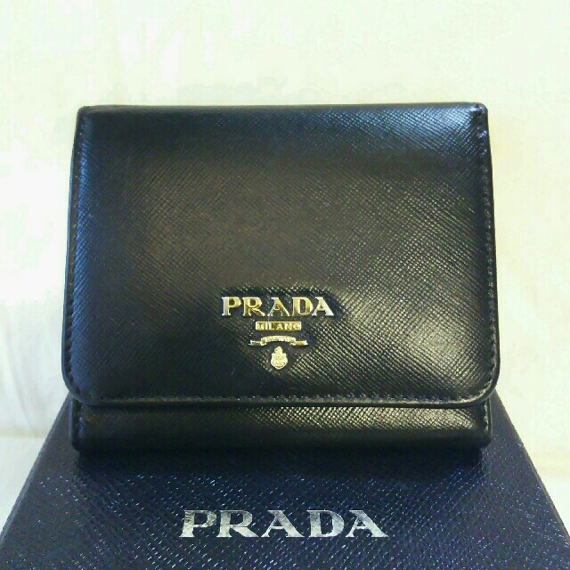 PRADA(プラダ)の週末限定 プラダ 正規品  三つ折り  コンパクト  財布   レディースのファッション小物(財布)の商品写真