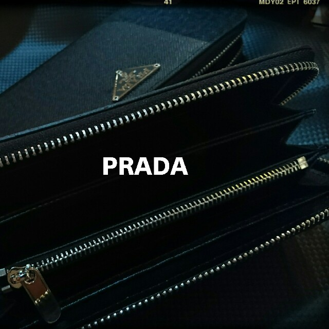 PRADA(プラダ)のPRADA 秋冬ブラックサファイア-ノ財布 ラウンドファスナー新品 レディースのファッション小物(財布)の商品写真