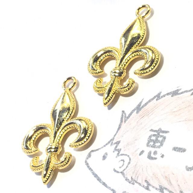 (8個)大きな百合の紋章チャーム(ゴールド) ハンドメイドの素材/材料(各種パーツ)の商品写真