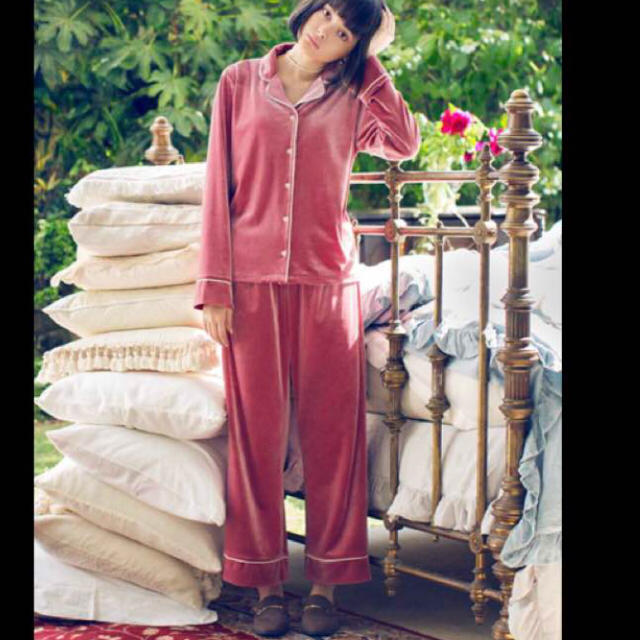 GU(ジーユー)のGU☆ベロアパジャマ レディースのルームウェア/パジャマ(パジャマ)の商品写真