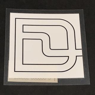 ディーラックス(DEELUXE)のDEELUXE 【PRINTACH LOGO STICKER】 黒/白 6cm(アクセサリー)