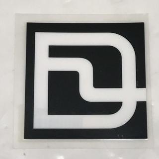 ディーラックス(DEELUXE)のDEELUXE 【PRINTACH LOGO STICKER】白/黒 6×6cm(アクセサリー)