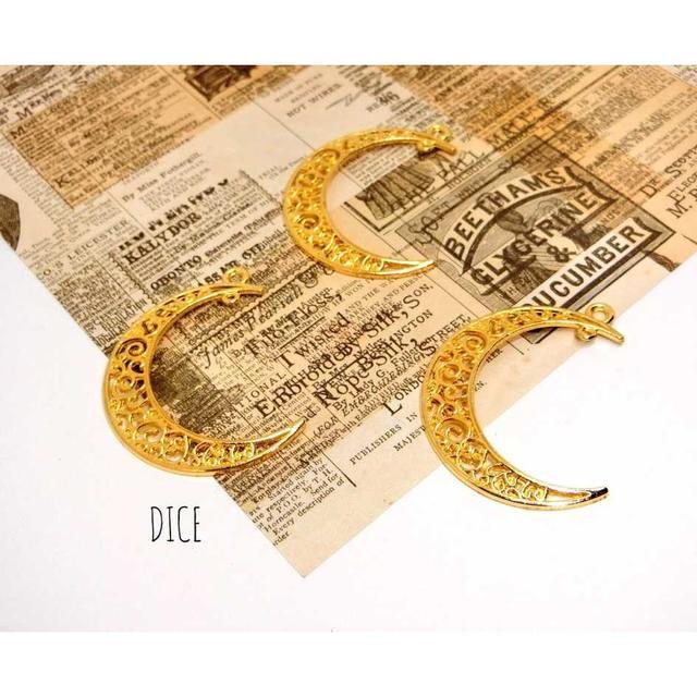【E151】月チャーム*カン付き*ゴールド*8個 ハンドメイドの素材/材料(各種パーツ)の商品写真