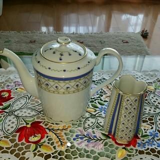 アビランド(Haviland)のアビランドのコーヒーポットと花瓶(花瓶)