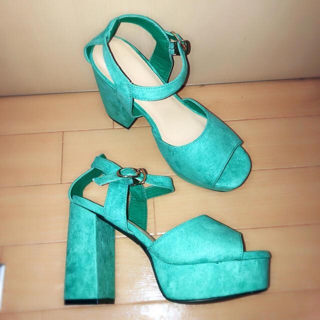 GRL(グレイル)の新品未使用【GRL】スエードチャンキーヒールサンダル  グリーン レディースの靴/シューズ(サンダル)の商品写真