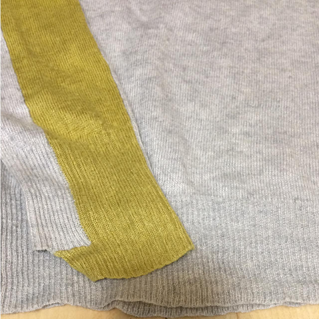 DIESEL(ディーゼル)のdiesel black gold ライトグレーVネックニット メンズのトップス(ニット/セーター)の商品写真
