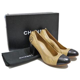 シャネル(CHANEL)の新品シャネルCHANELロゴ刺繍パンプス(靴)キャメル×黒#35.5(ハイヒール/パンプス)
