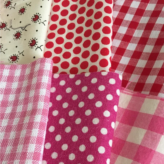お宝大放出中!赤、ピンク系の端切れ 10枚セット ハンドメイドの素材/材料(生地/糸)の商品写真
