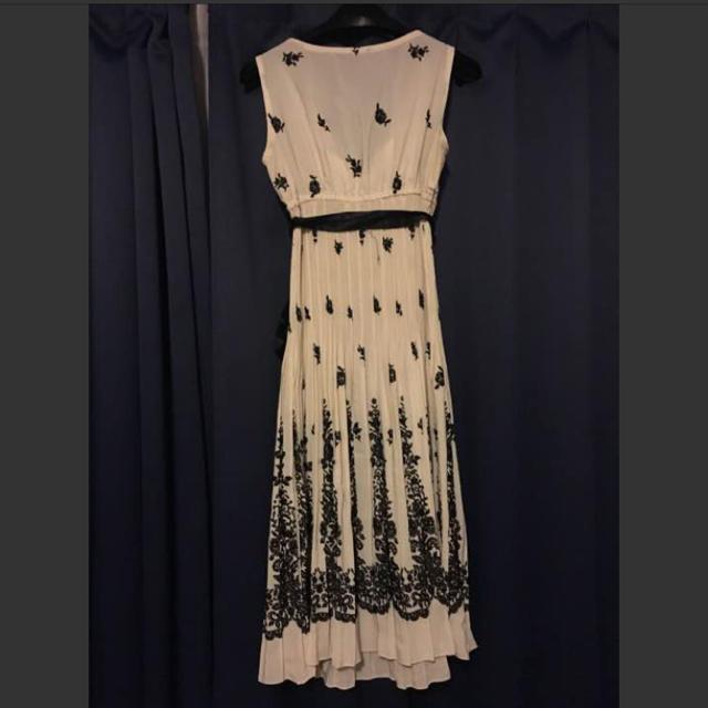 プチプードル オフホワイトの黒の刺繍柄のワンピースドレス インナーワンピース付 レディースのフォーマル/ドレス(ミディアムドレス)の商品写真