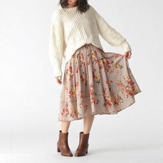 ミスティウーマン(mysty woman)の今季  ミスティウーマン 花柄リボン付きフレアスカート  グレー(ひざ丈スカート)
