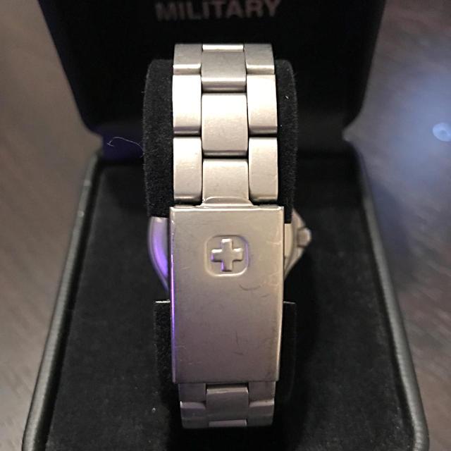 SWISS MILITARY(スイスミリタリー)のスイスミリタリー 腕時計 文字盤赤 金属ベルト メンズの時計(腕時計(アナログ))の商品写真