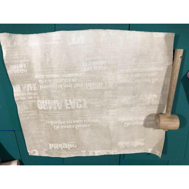 27 牛革 英字  イエローベージュ クリーム系のお色 ハンドメイドの素材/材料(生地/糸)の商品写真