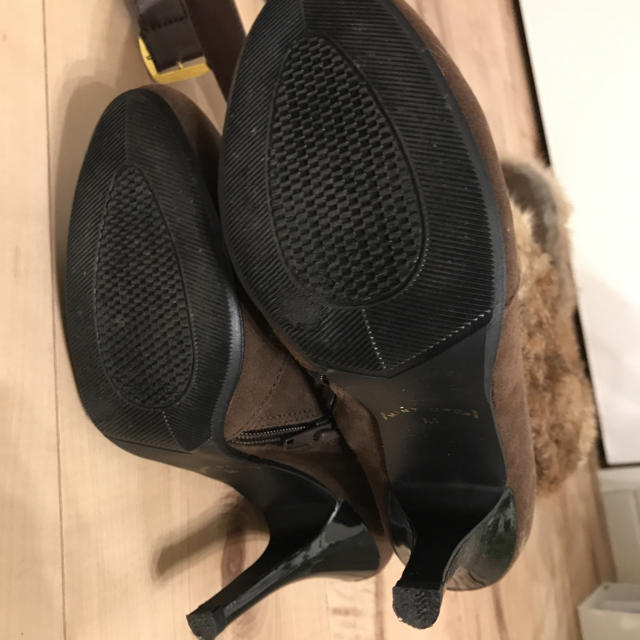 ブラウンのラビットファー付きロングブーツ レディースの靴/シューズ(ブーツ)の商品写真