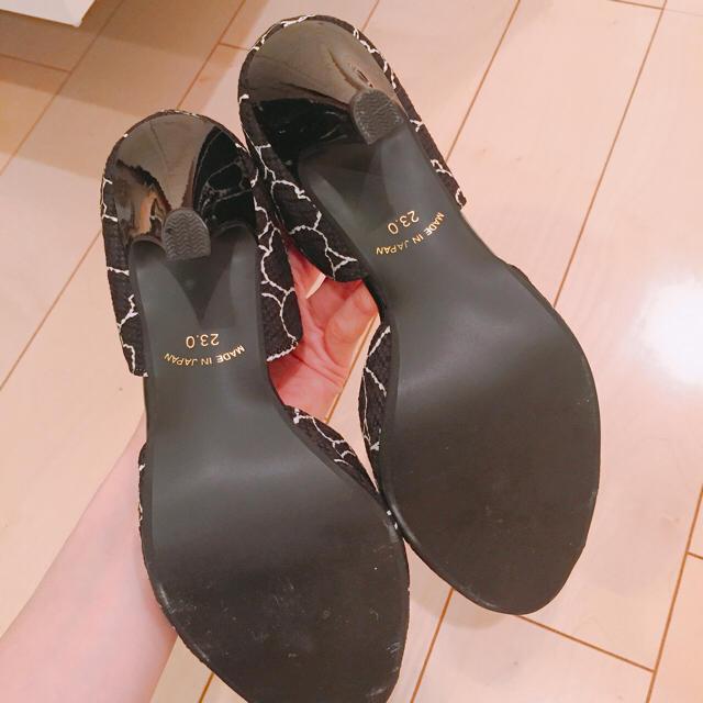 未使用 パンプス ブラック 花柄 ヒール サイドカット レディースの靴/シューズ(ハイヒール/パンプス)の商品写真
