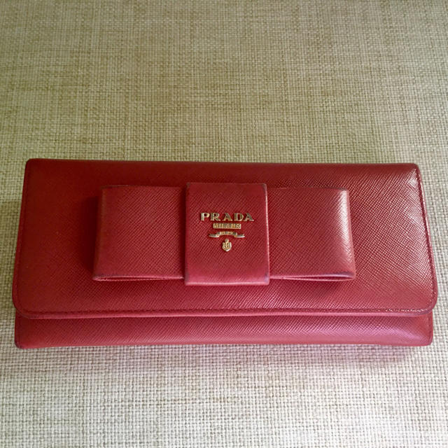 timeless design 13247 60b73 プラダ 財布 リボン型 赤