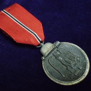 卍ナチスドイツ軍*1941/1942年*東部戦線/ソビエト戦線従軍メダル(実物)(襟章)