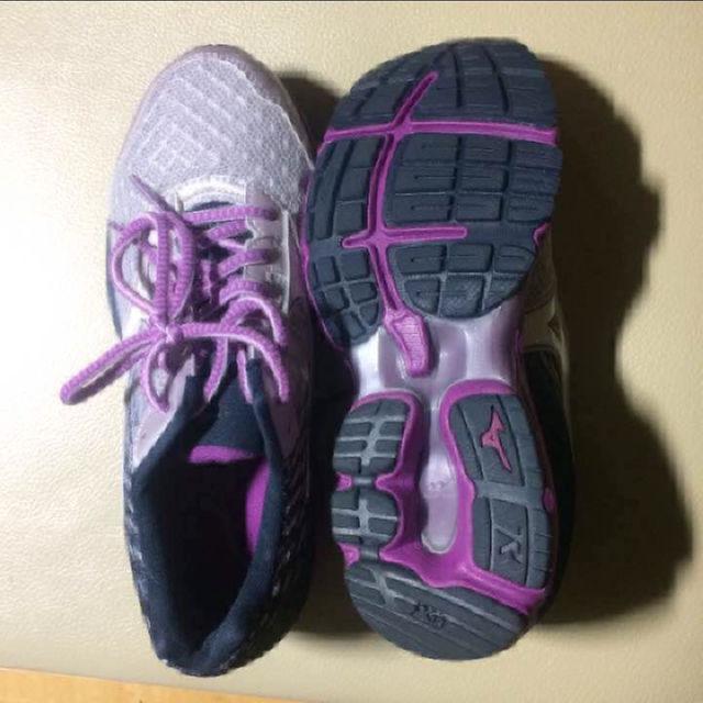 値下げ【新品】ミズノ ウェーブライダー 19 レディースの靴/シューズ(スニーカー)の商品写真