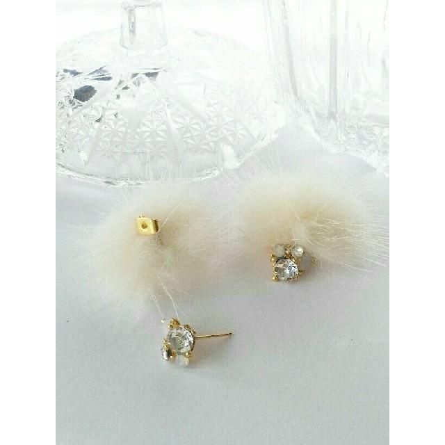 再販♡ミンクファー&キラキラビジューピアス(ホワイト) ハンドメイドのアクセサリー(ピアス)の商品写真