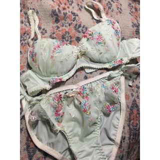 リサマリ(Risa Magli)のミントグリーン×お花刺繍ブラショーツセット(ブラ&ショーツセット)