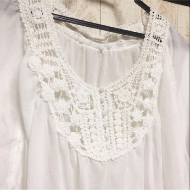 LOWRYS FARM(ローリーズファーム)の■刺繍付きホワイトドルマン■送料込 美品 レディースのトップス(カットソー(長袖/七分))の商品写真