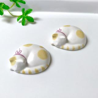 丸い猫の箸置き 置物 リボンつき♡2個セット 陶器 送料込み!(カトラリー/箸)