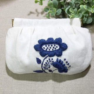 【egu様専用です】ウール刺繍 バネ口ポーチ(ポーチ)