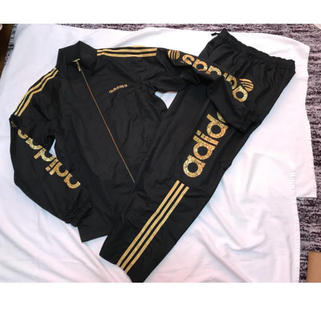 adidas(アディダス)のadidas上下セット ナイロンジャージ セットアップ サイズM 黒 ゴールド メンズのトップス(ジャージ)の商品写真
