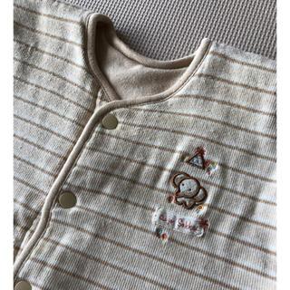 アイジョウセッケイ(愛情設計)の80~90㎝☆肩暖めて^ ^ベビーベストと帽子3つ(ジャケット/コート)