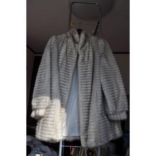ミンクのコート 白色 約100万円程の値段で購入したものです(毛皮/ファーコート)