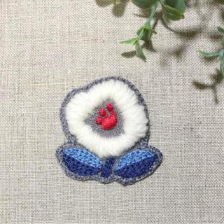 ウール 刺繍ブローチ(ブローチ/コサージュ)