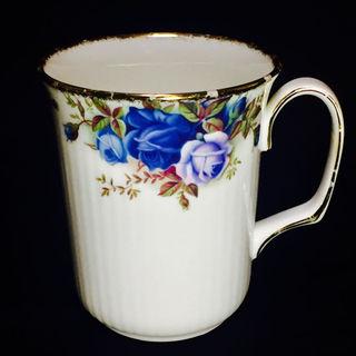 ロイヤルアルバート(ROYAL ALBERT)の1987ロイヤルアルバート・ROYAL ALBERT マグカップ(食器)