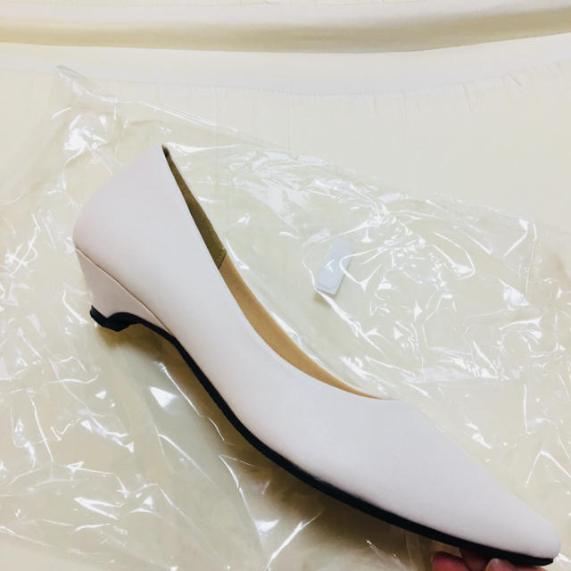白 パンプス レディースの靴/シューズ(ハイヒール/パンプス)の商品写真