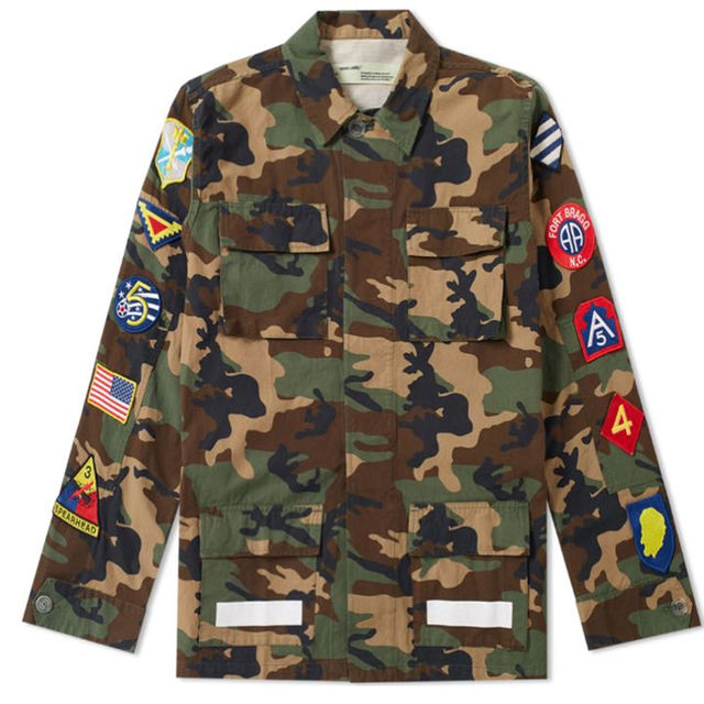 オフホワイト 17AW  迷彩柄 ジャケット メンズのジャケット/アウター(ミリタリージャケット)の商品写真