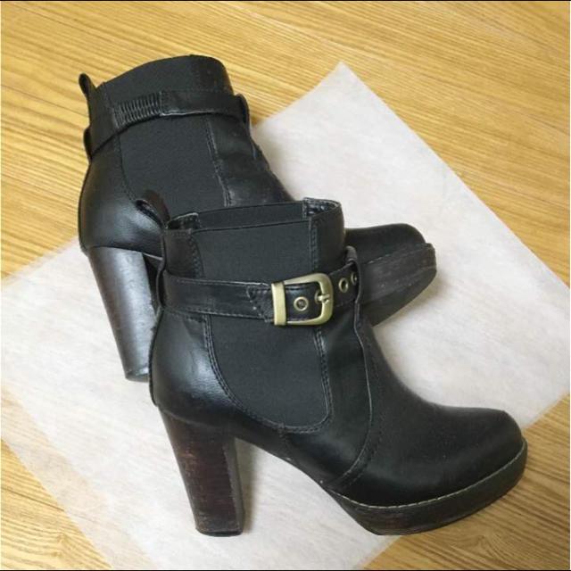 PAGEBOY(ページボーイ)のページボーイ ショートブーツ ベルト付ブーツ 黒 M ブーティー レディースの靴/シューズ(ブーツ)の商品写真