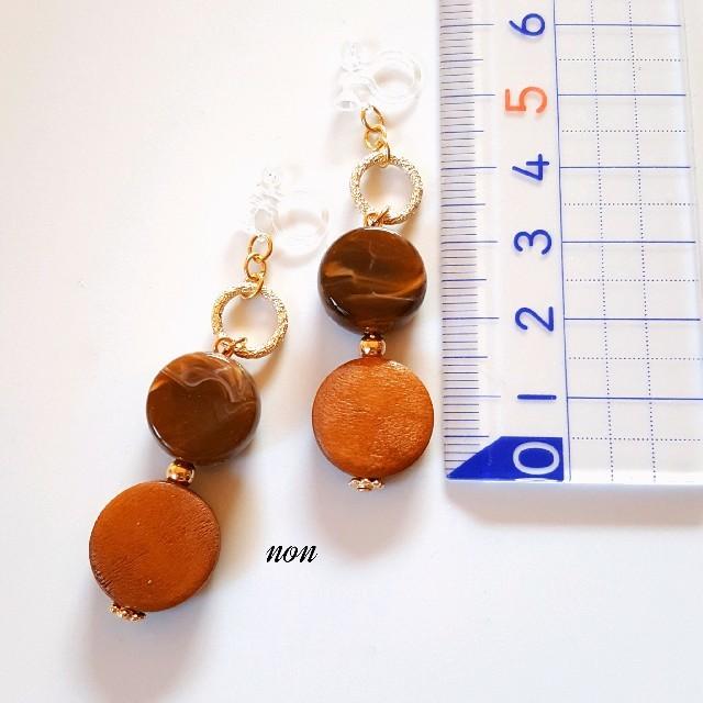 ウッドコイン(ライトブラウン)&天然石風アクリルビーズ(マーブルチョコレート) ハンドメイドのアクセサリー(ピアス)の商品写真