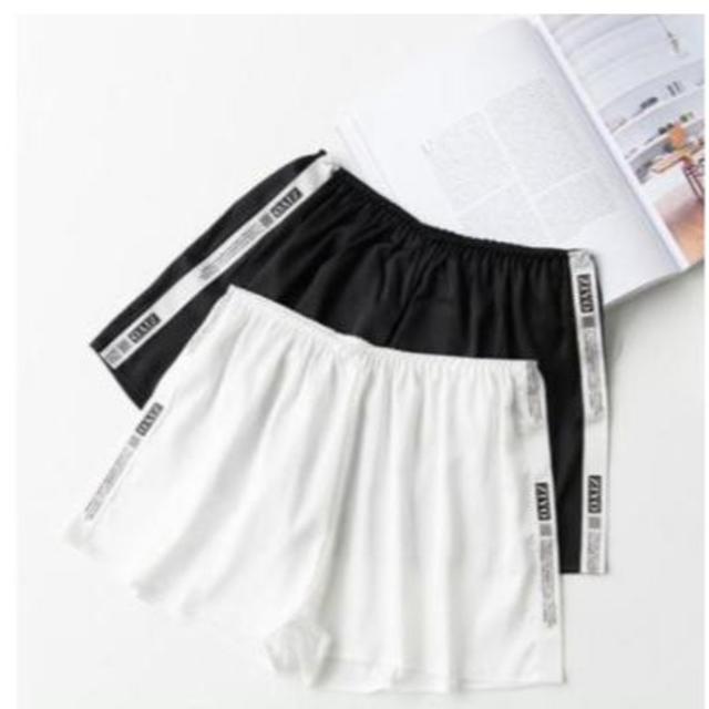 白・黒 サイドロゴ インナー ペチパンツ サテン レディースのパンツ(ショートパンツ)の商品写真