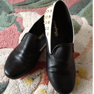ウィゴー(WEGO)のスタッズ付きバイカラースリッポン(ローファー/革靴)