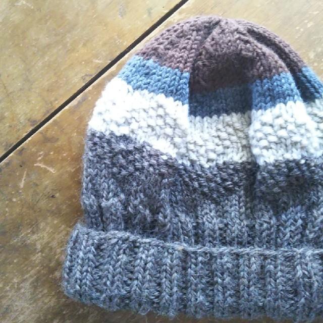 ④2/8 手編みニット帽(茶、クリーム、ブルーグレー) ハンドメイドのファッション小物(帽子)の商品写真