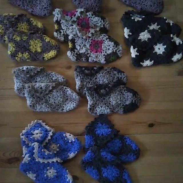 ④10/10 kakko 手編みモチーフルームソックス(青、グレー) ハンドメイドのファッション小物(レッグウェア)の商品写真
