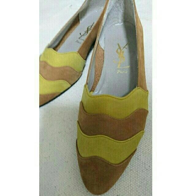 Yves Saint Laurent Beaute(イヴサンローランボーテ)のイブサンローランのパンプス・ベージュ レディースの靴/シューズ(ハイヒール/パンプス)の商品写真