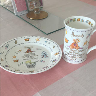 ハロッズ(Harrods)のHarrods❤︎ロイヤルベビー マグカップ プレート(グラス/カップ)