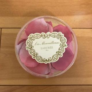 レメルヴェイユーズラデュレ(Les Merveilleuses LADUREE)のラデュレ 花びらチーク(チーク)