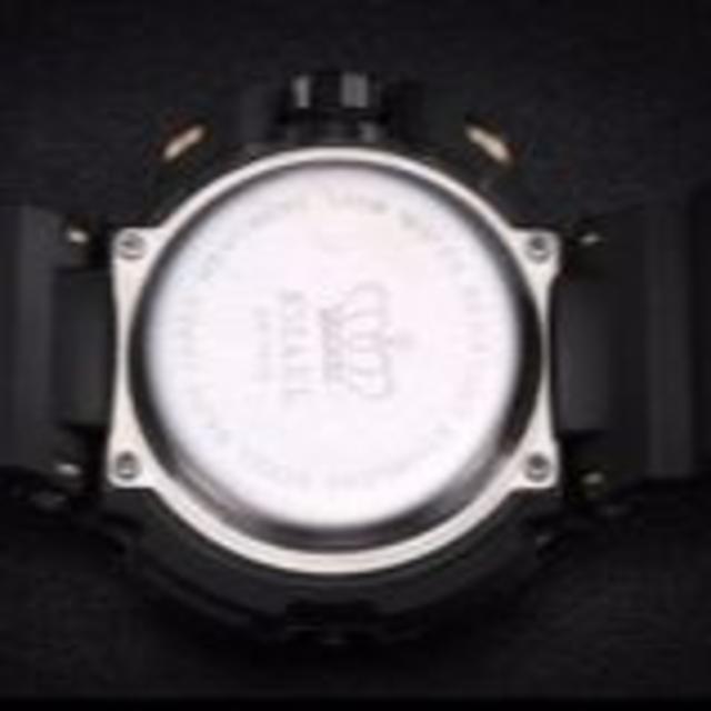 【新品送料無料】メンズ腕時計デジタルスポーツ時計 LEDライトブラック×レッド  メンズの時計(腕時計(アナログ))の商品写真