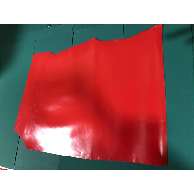 牛革 赤 レッド ハギレ ハンドメイド ハンドメイドの素材/材料(生地/糸)の商品写真