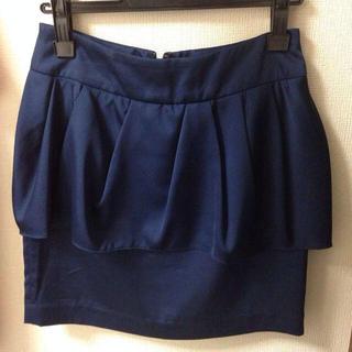 マーキュリーデュオ(MERCURYDUO)のストレッチサテンペプラムスカート(ミニスカート)