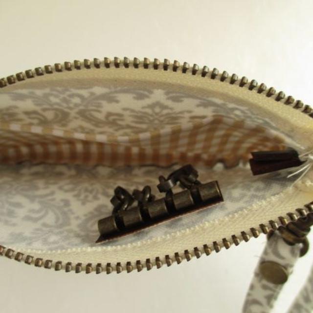 キーポーチ*ファスナー*ラミネート*グレーダマスク ハンドメイドのファッション小物(キーケース/名刺入れ)の商品写真