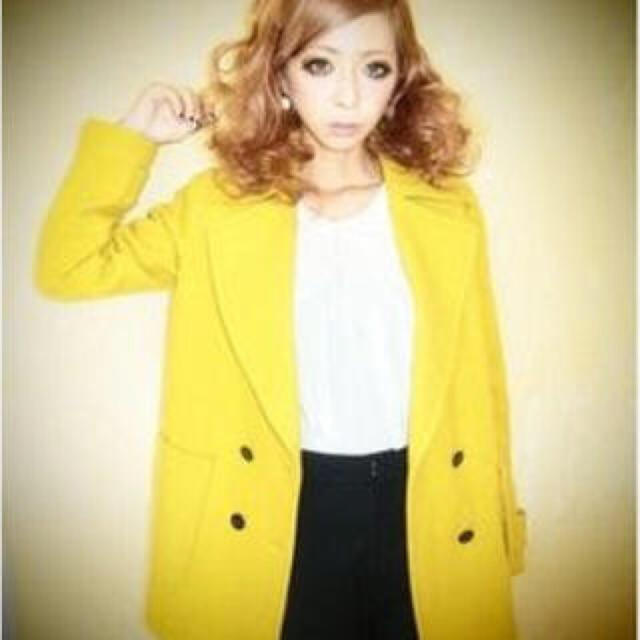 MURUA(ムルーア)のMURUA イエロー コート レディースのジャケット/アウター(毛皮/ファーコート)の商品写真