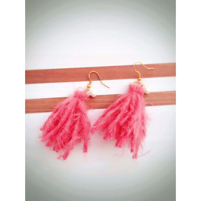 P540 ふわふわ毛糸フリンジピアス/ピンク ハンドメイドのアクセサリー(ピアス)の商品写真