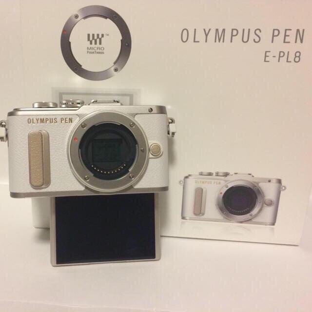 OLYMPUS(オリンパス)の❤️PEN最新モデル❤️OLYMPUS PEN E-PL8 大人気のホワイト♫ スマホ/家電/カメラのカメラ(ミラーレス一眼)の商品写真